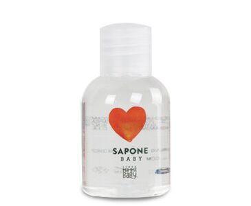 Sapone liquido CUORE Baby dalla for- mulazione delicata. Con estratti glicerici di cardamomo e olivo, provenienti da agricoltura biologica. Flacone 35 ml.