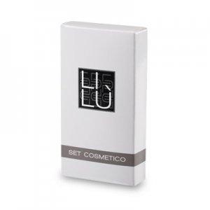 Set cosmetico in astuccio di cartone, stampato 2 colori, plastificazione lucida. Dim.: l 45 x p 15 x h 85 mm.